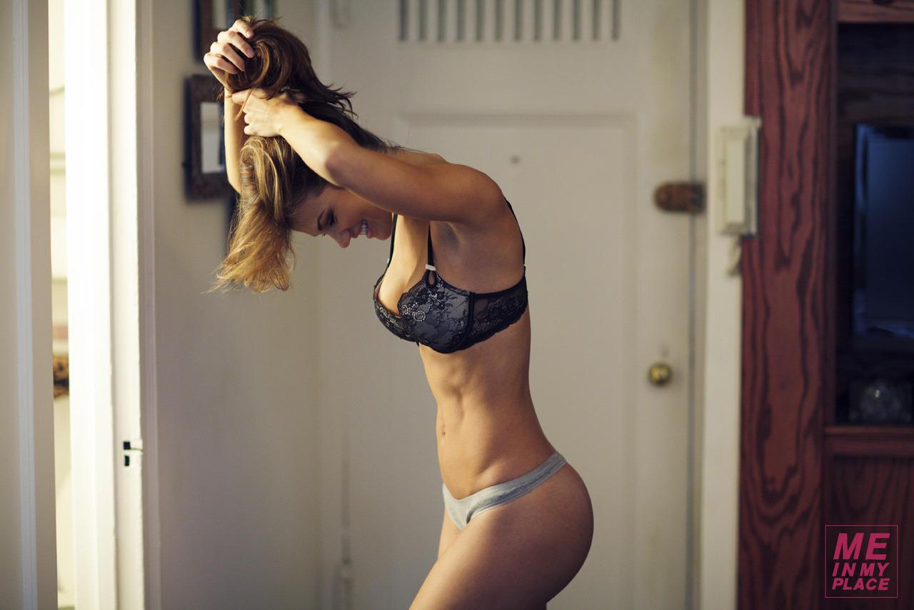 Шикарные формы фитнес девушки 3 фотография